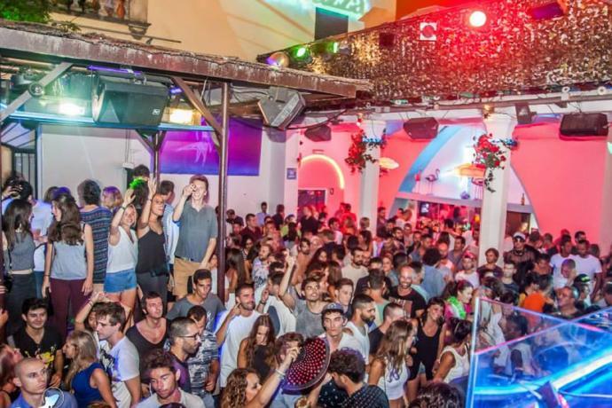 La Terrrazza Is Een Uitgaansgelegenheid In Barcelona