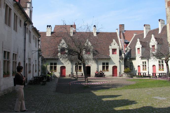 Huis van alijn is een museum in gent cityzapper