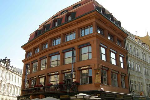 Het huis van de zwarte madonna is een museum in praag cityzapper