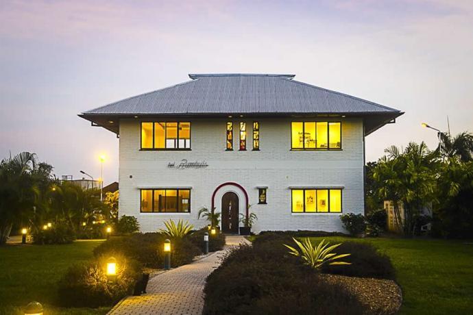 Surinaamsch Rumhuis is een museum in Paramaribo