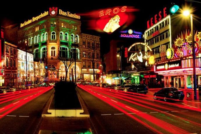 St pauli is een uitgaanswijk in hamburg cityzapper for Hotel reeperbahn