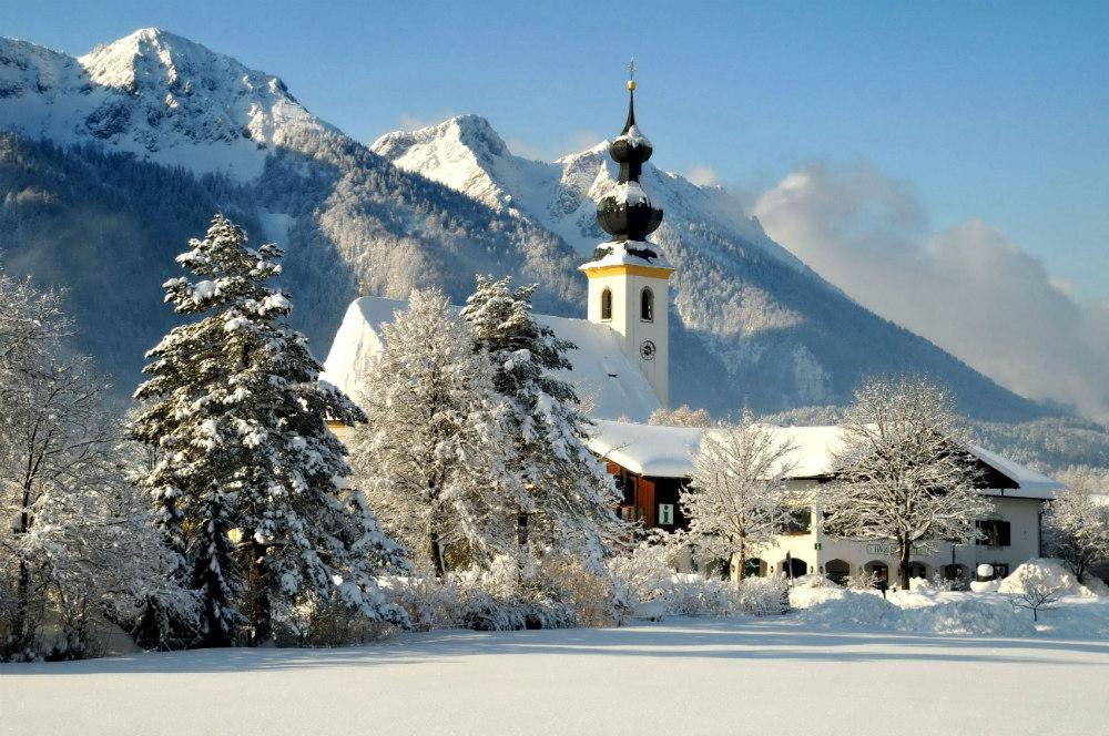Besneeuwd dorpje Inzell - beeld: Inzeller Touristik GmbH