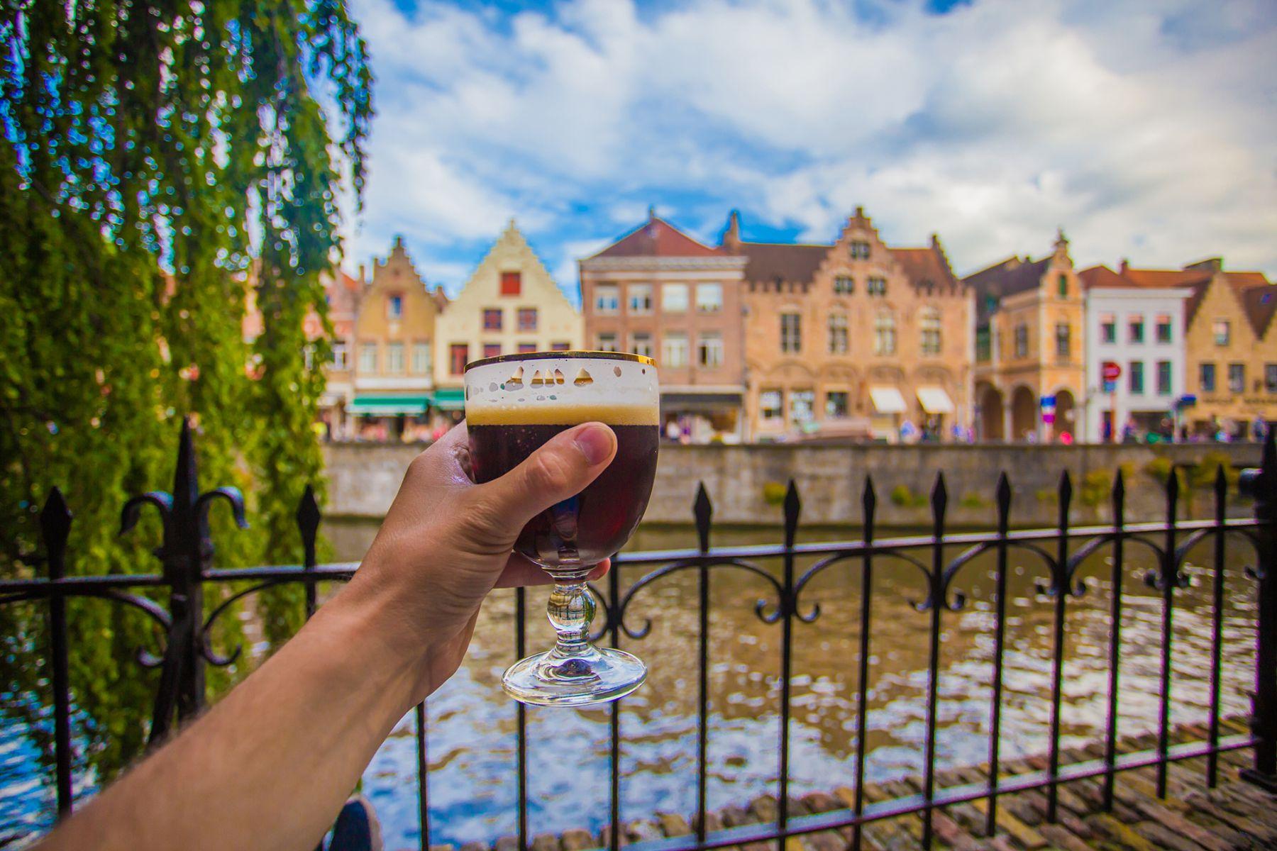 Lekker biertje in Brugge | credit: dimarik (iStock)