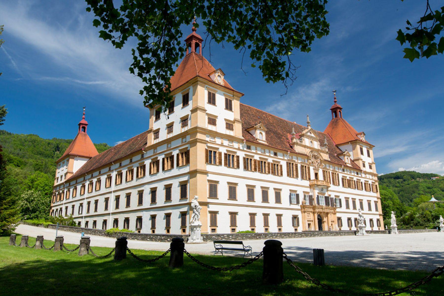Uitzicht over Schloss Eggenberg | credit: Graz Tourismus - Harry Schiffer