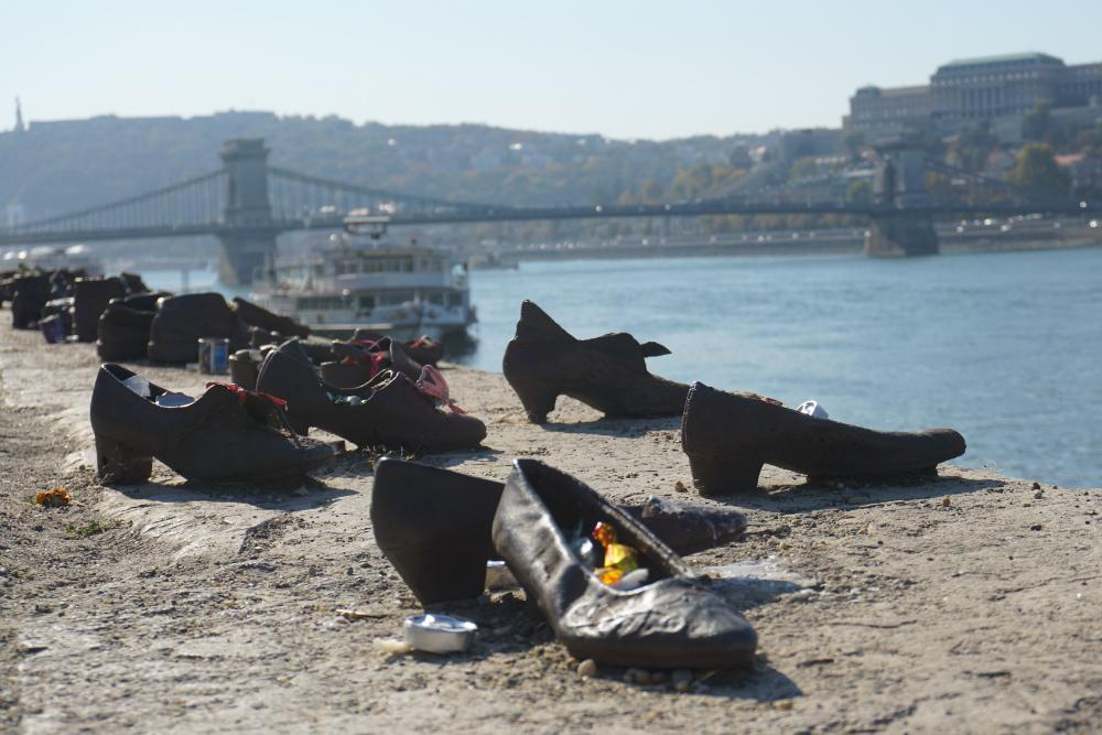 De metalen schoentjes aan de kade van de Donau | Glenda Kregel - CityZapper