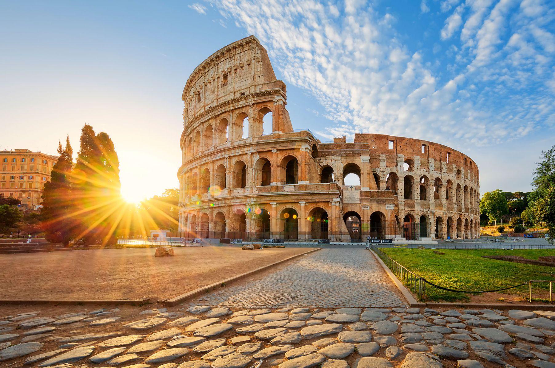 Zonsopgang bij het Colosseum in Rome, Italië