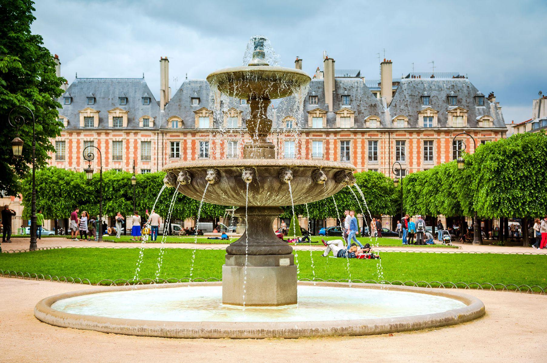 Het park Place des Vosges in Parijs