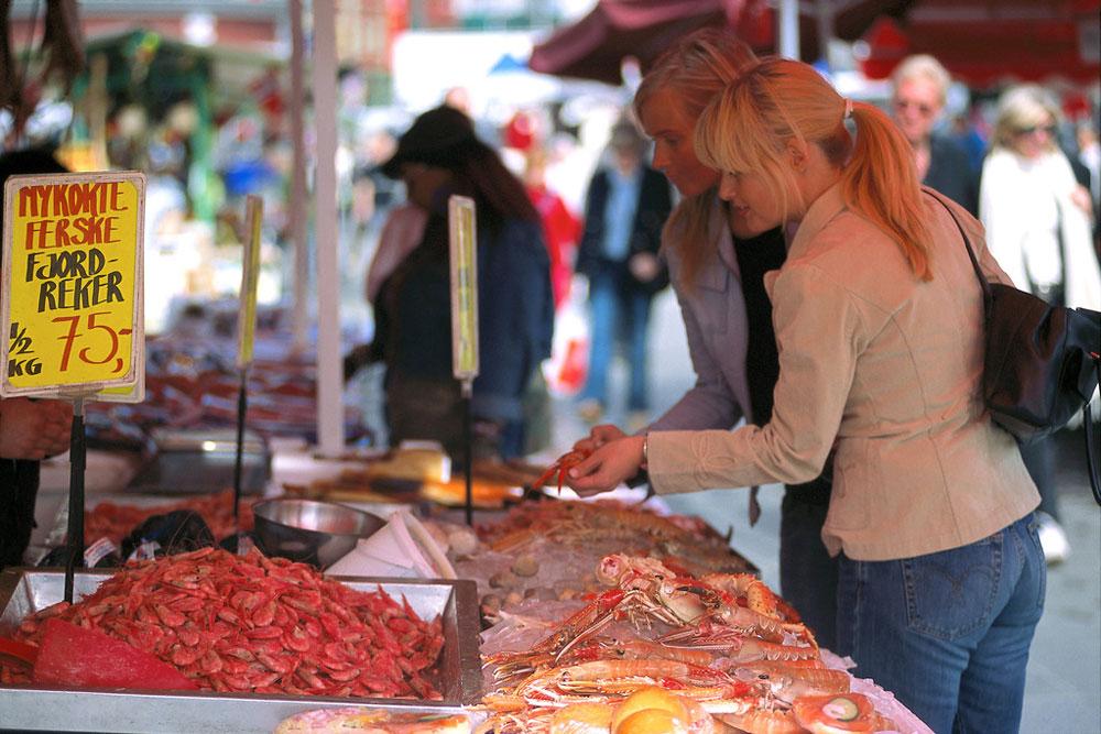 De vismarkt is een bezienswaardigheid in Bergen. Beeld: Terje Rakke (Nordic Life AS - www.fjordnorway.com)