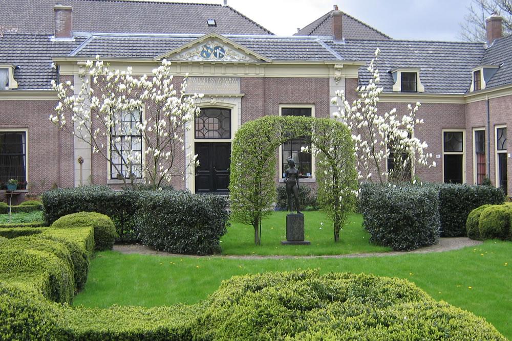 Hofjes in Haarlem. Beeld: Wikimedia Commons Steinbach