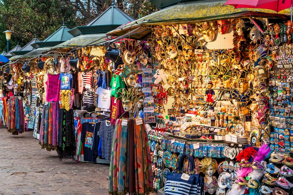 Shoppen in Venetie. Beeld: rglinsky (iStock)